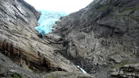 İskandinavya : Briksdalsbreen is one of the most accessible and best known arms of the Jostedalsbreen glacier.