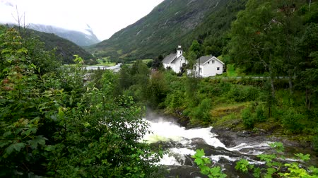 více : Hellesylt is a small village in Stranda Municipality in More og Romsdal county, Norway. Dostupné videozáznamy