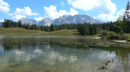 sukně : The Karwendel is the largest mountain range of the Northern Limestone Alps.