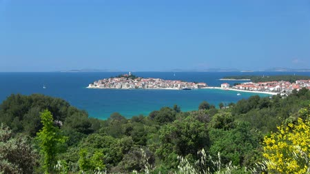 адриатический : Primosten is a town in Croatia, and a part of the Sibenik-Knin County.