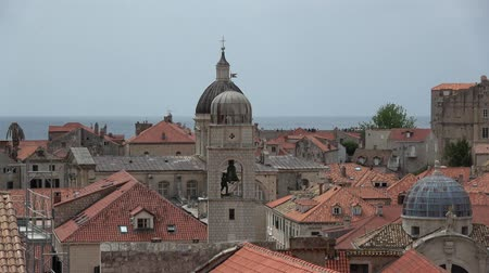 адриатический : Dubrovnik is a Croatian city on the Adriatic Sea. It is one of the most prominent tourist destinations in the Mediterranean Sea. Стоковые видеозаписи