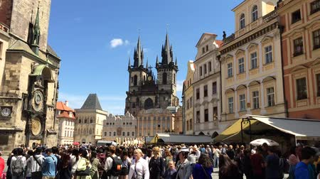 csehország : Tourists at the Old Town Square of Prague - Czech Republic.