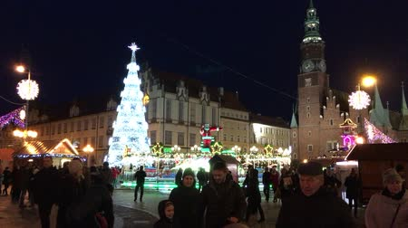 personalizado : Christmas market on Market Square before the Town Hall at the Old Town of Wroclaw - Poland.
