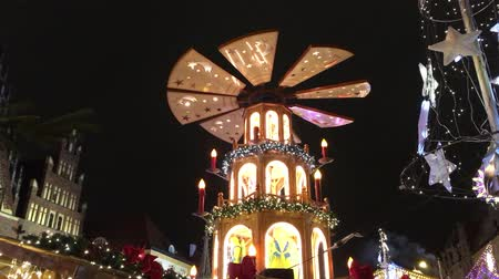 習慣 : Christmas pyramid at the Christmas market in the Old Town of Wroclaw - Poland.