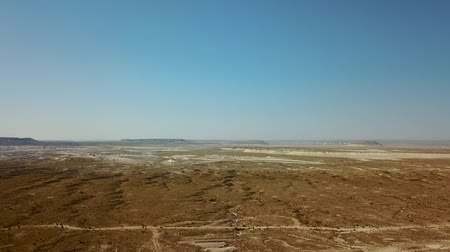 oezbekistan : On the Ustyurt Plateau. Desert and plateau Ustyurt or Ustyurt plateau is located in the west of Central Asia, Karakalpakstan particulor in Kazakhstan, Turkmenistan and Uzbekistan. Stockvideo