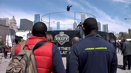padák : Chicago - April 30, 2015 NFL Draft. Skydiving Simulator Wind Tunnel at the Draft Town.The Attraction Is Called the Sweetness Simulator NFL Fans Fly Against the Backdrop of the Chicago Skyline.