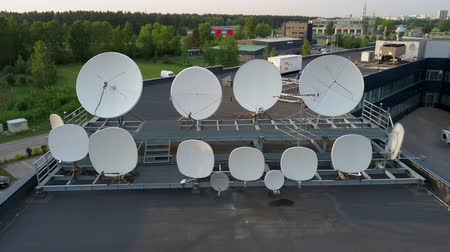telefonkagyló : Satellites Dishes Transmitting and Receiving Digital Television Broadcast Signals. Aerial Dron Footage. Communication Antennas and Towers. Satellite Dishes on House.