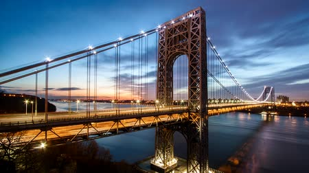 mosty : Timelapse with George Washington Bridge traffic crossing Hudson river between New Jersey and New York, at sunrise Wideo