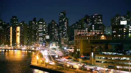 keleti : East Harlem neighborhood skyline with rush hour traffic on FDR drive, at night, in Manhattan, New York City Stock mozgókép