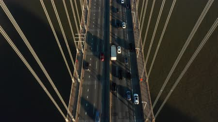 Luchtfoto drone-beelden van George Washington Bridge (tilt shot)
