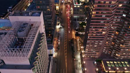 torony : Aerial drone footage of New York skyline along 42nd street canyon, at dusk, with camera uptilt movement.