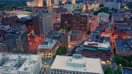 ügyintézés : Drone footage of Albany, New York downtown at dusk, with uptilt camera motion. Albany is the capital city of the U. S. state of New York and the county seat of Albany County