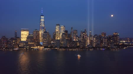 terrorismo : Drone footage with slow rotation in front of New York City skyline on September 11. Stock Footage