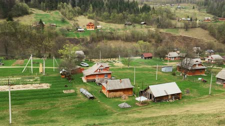 karpaty : Panorama of a mountain village in the Carpathian Mountains on a bright spring day. View from above.