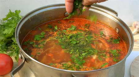barszcz : Pot with a homemade appetizing and tasty borsch. Red beetroot vegetable soup, boiling in a saucepan. Ukrainian and Russian traditional red soup - borscht or borsch.