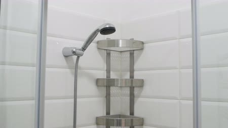 cúbico : Modern bathroom interior. Empty shower cabin with white tiled walls and shelves. View from top to bottom. Stock Footage