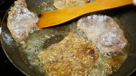 cserépedény : Homemade cooking. Cooking liver steaks or meat. Beef liver or meat steaks are frying in iron pan.