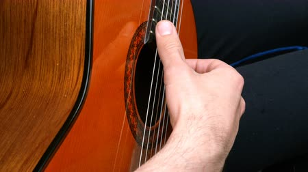 hmatník : Performance musician. Acoustic wooden guitar. Outdoors Close-up.