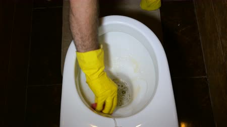 моющее средство : Work on hygiene at home. Rubber gloves in yellow and white.