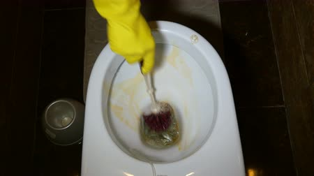 loo : Work on hygiene at home. Rubber gloves in yellow and white.