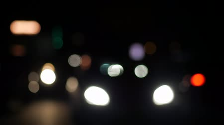 нечеткий : Sharpness shift, standing camera, out of focus, glossy, flickering colors, night driving, glare, drunk driving, flickering lights, lens flare, highway, flare rays Стоковые видеозаписи