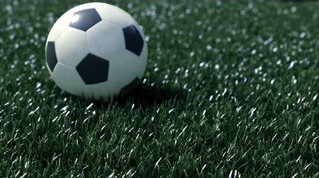 jogador de futebol : soccer ball movint to the center of camera view. Stock Footage
