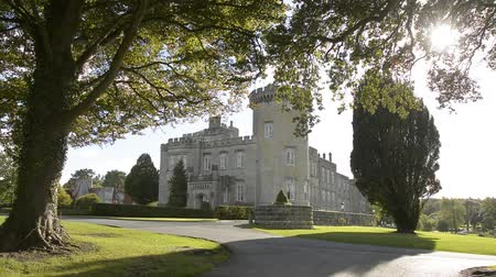 irlandia : Famous Public Attraction In Ireland. Castle , Dromoland County Clare, Ireland