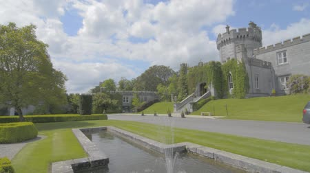 irlandia : Famous Public Tourist Attraction In Ireland. Castle , Dromoland County Clare, Ireland
