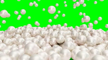 muszla : Falling and rolling pearls on a surface isolated on a green background. Jewelry pearl beads. Brilliant oyster pearl balls for luxury accessories. Brilliant sea pearls. 3D 4K animation