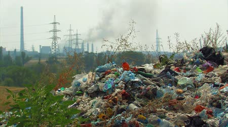 dumanlı sis : Global pollution. Landfill on the background of smoking chimneys and power lines.