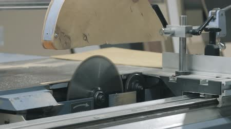 ergonomic : cnc wood saw machine
