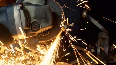 spawanie : Welder working in manufacturing Wideo