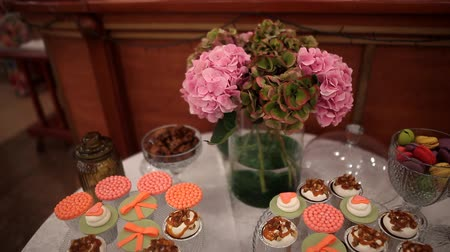 chock : wedding cakes candy bar Stock Footage