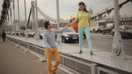 casal heterossexual : man and woman walking on the bridge