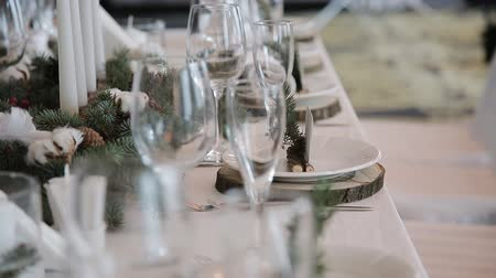 setting : The waiter serves rustic wedding table Stock Footage
