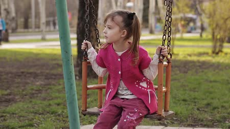 одиноко : sad little girl swinging on a swing