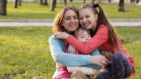 мама : Mom and daughters collected the first flowers in park