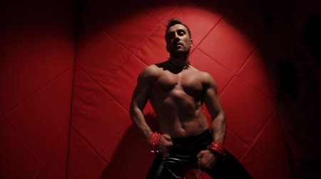 itaatkâr : Brutal muscular man in the red room dancing