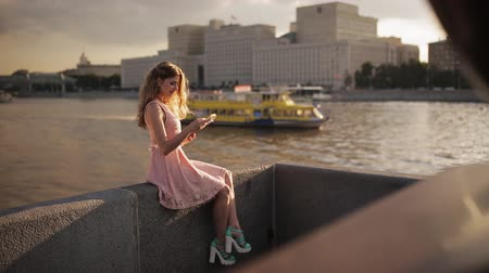 vasárnap : Beautiful girl on the waterfront with a book in their hands