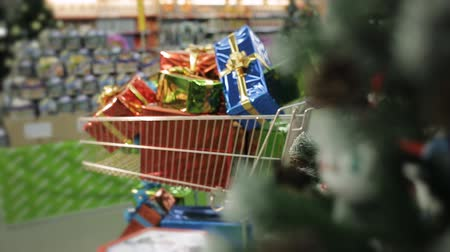 kordé : Shopping carts full of Christmas gifts. Christmas and shopping concept