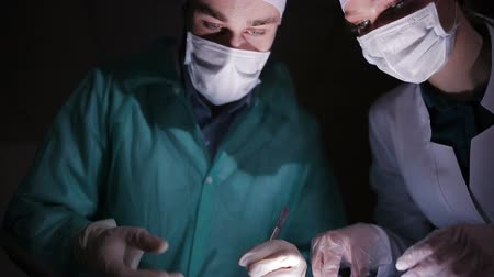 chirurgie : Doctors carried out the illegal organ transplants in a hidden hospital. Illegal organ transplants.
