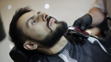 ustalık : Barber shaves the beard of the client with trimmer