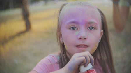 yarda : Young Girl Blows Bubbles in Slow Motion at Sunset. a close up of a little girl blowing bubbles at the camera in slow motion Stok Video