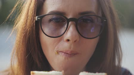 sandviç : Close-up of girl with glasses eats sandwich