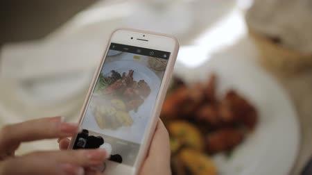 galeria : Take a photo picture of food with mobile phone camera and viewing sliding gallery Stock Footage