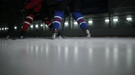 hokej : Two man playing hockey on ice rink. hockey Two hockey players fighting for puck. Wideo