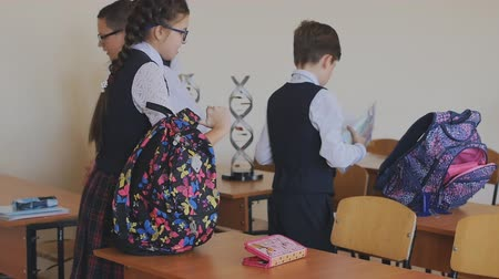 koniec : College students in school uniform preparing for the beginning of the lesson. High school students in the classroom