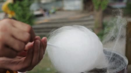 сладость : Making cotton candy and selling it on the street. Festival, childhood
