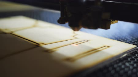grawerowanie : Laser cutting designed parts from wood.
