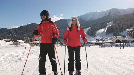 スキーヤー : A couple of skiers at a ski resort.